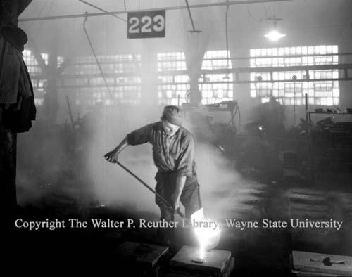 Molder pouring his molds, Michigan Stove 1932 (Wayne State)