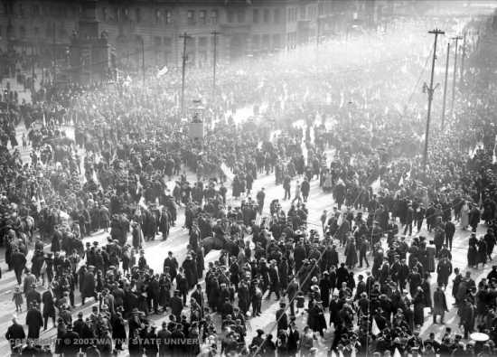 Crowds in downtown Detroit celebrating the end of the war, Nov. 11, 1918