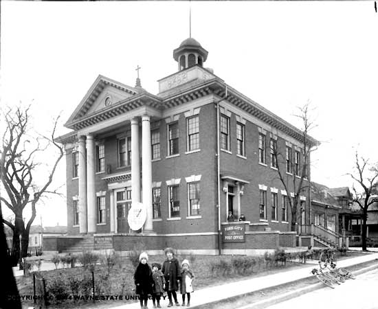 Ford City Ca, Town Hall