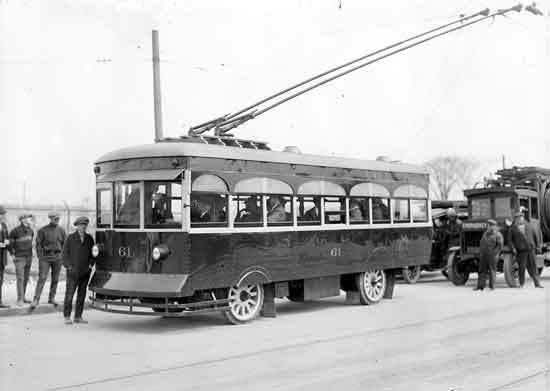 DSR trackless trolley 1925