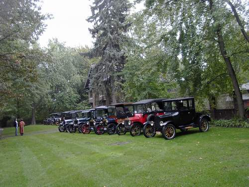 Model T's in front of Edsel & Eleanor Ford home