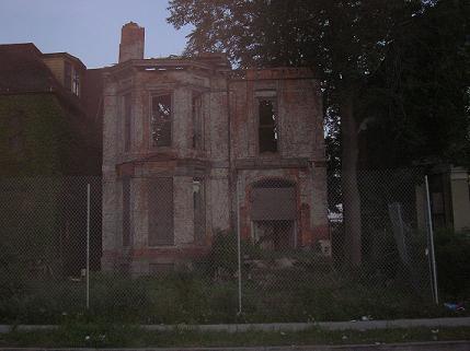 Peterboro House Small